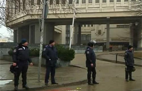 Trụ sở chính quyền phía nam Ukraine bị chiếm, treo cờ Nga