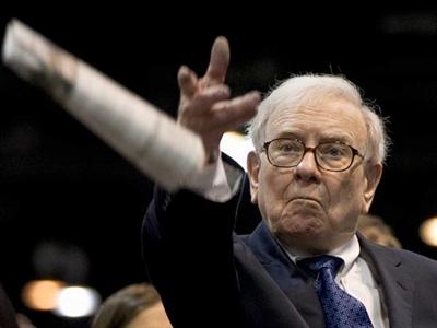 Warren Buffett: Chiến tranh à, hãy nghĩ đến mua cổ phiếu