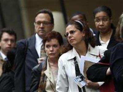Mỹ tăng trưởng việc làm vượt dự báo, thất nghiệp lên 6,7%