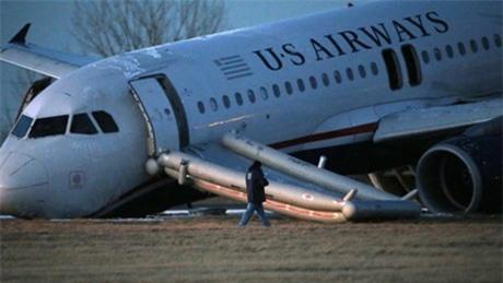 Mỹ: Máy bay chở 149 hành khách bị gãy càng