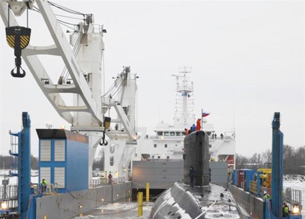 Tàu ngầm TP.HCM vào cảng Singapore, chuẩn bị về Việt Nam