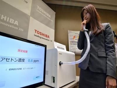 Máy đo hơi thở phát hiện bệnh của Toshiba