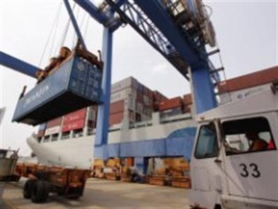 Thâm hụt thương mại của Mỹ tăng kỷ lục trong tháng 2