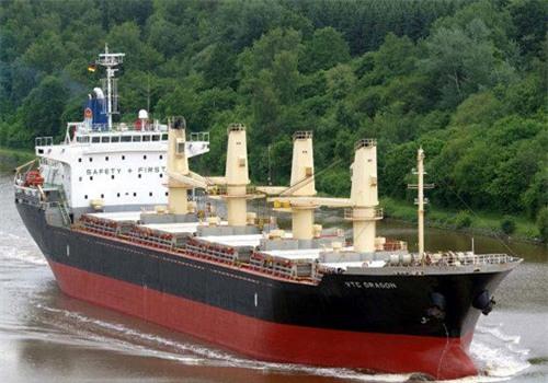 Vận tải biển sống nhờ lệnh cấm tàu ngoại
