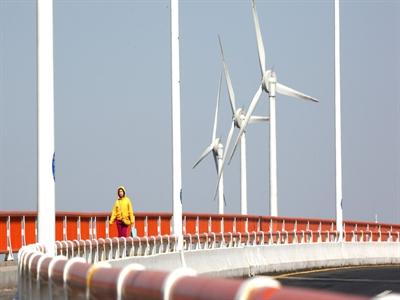 Trung Quốc: Ô nhiễm nặng nhất và đầu tư vào năng lượng sạch nhiều nhất