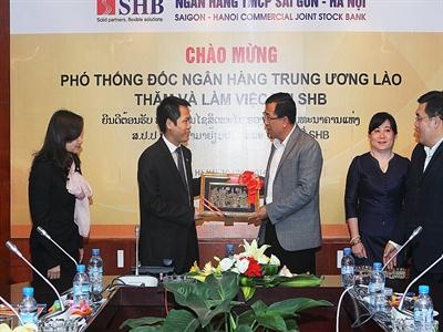 Phó Thống đốc NHTW Lào thăm và làm việc tại SHB