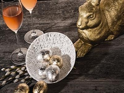 Ăn tiệc mùa lễ Phục Sinh và uống