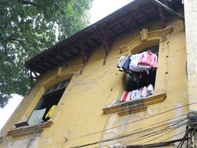 Hà Nội: Khổ như sống trong biệt thự cổ