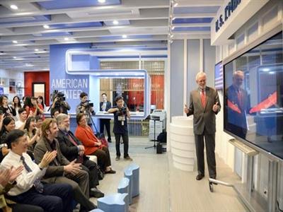 Trung tâm Mỹ tại Hà Nội mở cửa trở lại