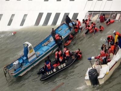 Gần 300 người mất tích trong vụ chìm phà phía nam biển Hàn Quốc