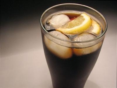 Nước ngọt có gas phải chịu 10% thuế như hàng xa xỉ?