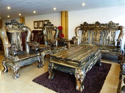 Cận cảnh bộ bàn ghế gỗ mun ngàn tuổi giá 1,5 tỷ đồng