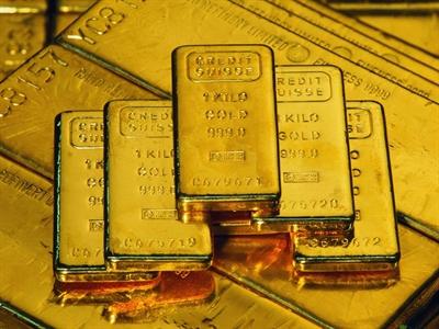 Giá vàng xuống sát mức thấp nhất 3 tuần do các quỹ ồ ạt bán vàng