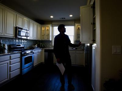 Doanh số bán nhà mới của Mỹ bất ngờ xuống thấp nhất trong 8 tháng