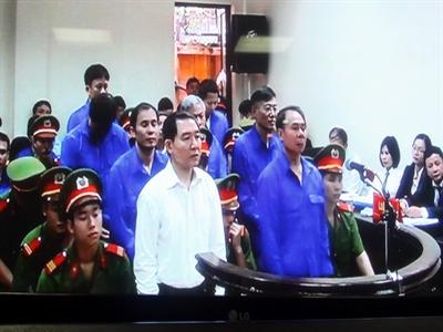 Tòa bất ngờ tuyên bố quay lại phần xét hỏi đối với vụ án Dương Chí Dũng