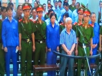 """Tạm giam nốt 4 bị cáo trong vụ án """"bầu"""" Kiên"""