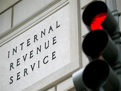 Đòn mạnh hơn cấm vận Nga: IRS và thuế 30%