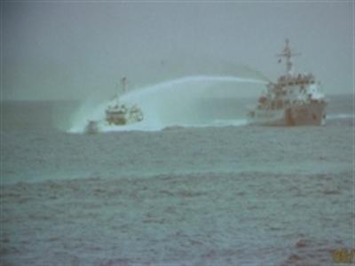 Clip cận cảnh tàu Trung Quốc tấn công tàu Việt Nam