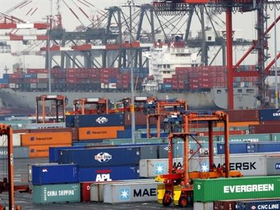 Thâm hụt thương mại của Mỹ giảm nhờ xuất khẩu tăng