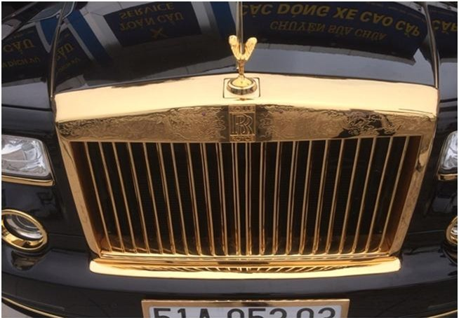 """Bộ đôi siêu xe Rolls-Royce Phantom Rồng mạ vàng """"made in Viet Nam"""""""