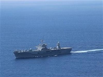 """Soái hạm Mỹ """"đụng đầu"""" 2 tàu chiến Trung Quốc trên biển Đông"""