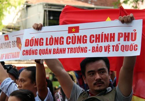 Người TP HCM xuống đường phản đối Trung Quốc