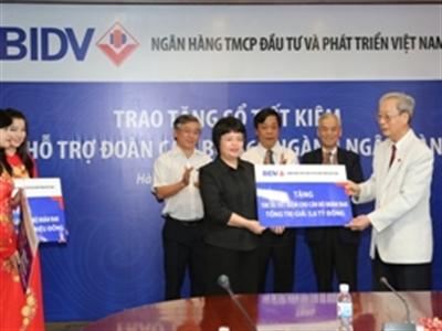 BIDV trao 4 tỷ đồng tặng cán bộ đoàn B68 ngành Ngân hàng
