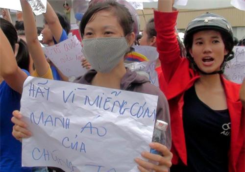 Hơn 400 người đập phá trong cuộc biểu tình bị bắt