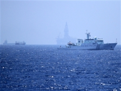 Cận cảnh vòng vây tàu Trung Quốc bảo vệ giàn khoan trái phép