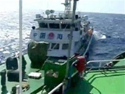 Tàu kiểm ngư Việt Nam chỉ còn cách giàn khoan Trung Quốc 4,5 hải lý