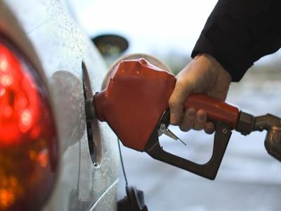 Bất chấp lỗ, doanh nghiệp được yêu cầu giữ nguyên giá bán xăng dầu