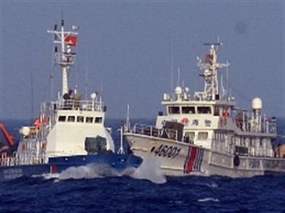 Tàu Trung Quốc mở bạt che súng, uy hiếp tàu Việt Nam