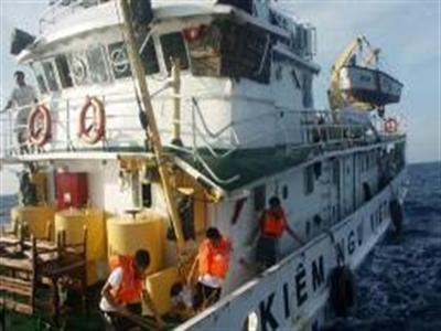 Trung Quốc đâm vỡ tàu kiểm ngư Việt Nam, Âu-Mỹ lên tiếng