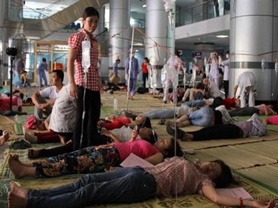 Hàng trăm công nhân Thanh Hóa lại ngất xỉu do hít phải khí