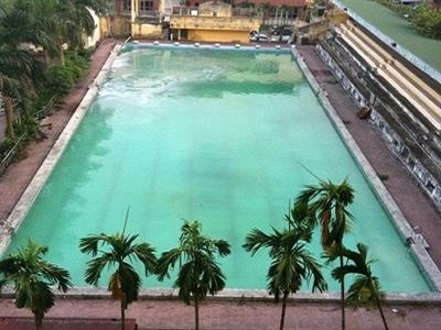 Thực hư chuyện bể bơi Hà Nội dùng hóa chất biến nước bẩn thành sạch