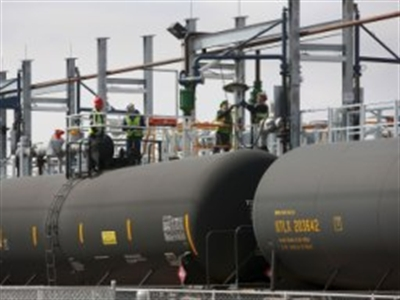 Giá dầu tăng do nguồn cung giảm