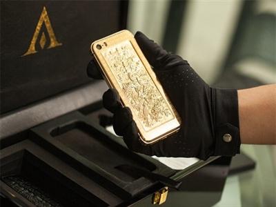 Cận cảnh tranh chạm bằng vàng khối trên iPhone 5S ở Việt Nam