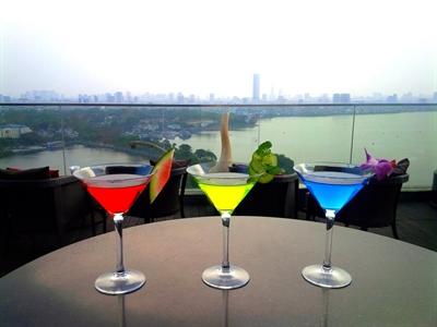 Hà Nội: 7 ngày hưởng thụ ở bar tầng cao Summit Lounge