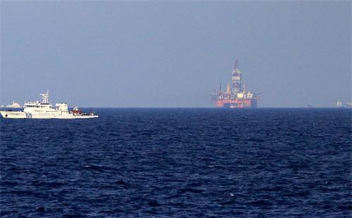Trung Quốc đưa tàu quét mìn ra giàn khoan trái phép