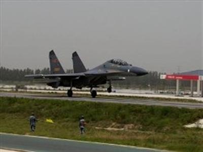 Chiến đấu cơ Trung Quốc đã có thể cất cánh ngay từ đường cao tốc