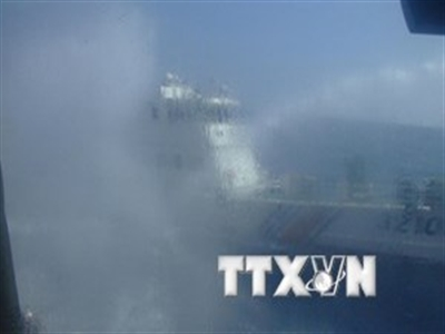 Bất thường: Hai tàu Trung Quốc tự