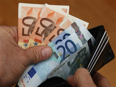 Euro xuống dưới 1,36 USD trước đồn đoán về chính sách của ECB