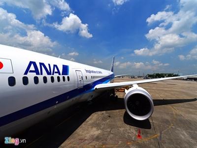 Cận cảnh siêu máy bay Boeing 787 lần đầu đến Hà Nội