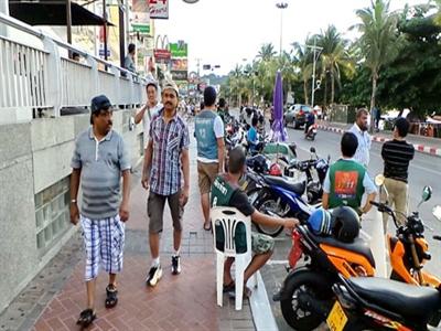 Thái Lan bỏ giới nghiêm ở các điểm nóng du lịch