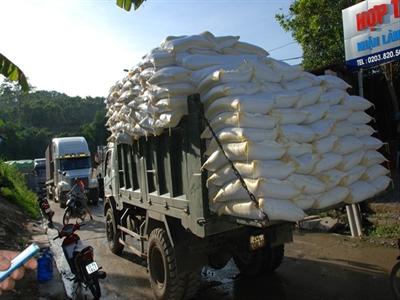 Mỗi ngày Việt Nam xuất sang Trung Quốc 800-1.000 tấn gạo