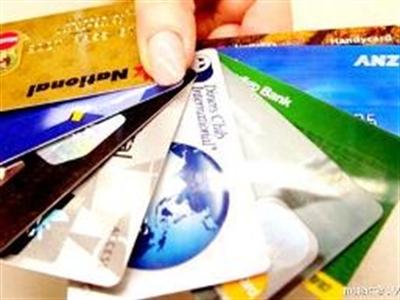 Ngân hàng ngoại dồn lực vào dịch vụ thẻ