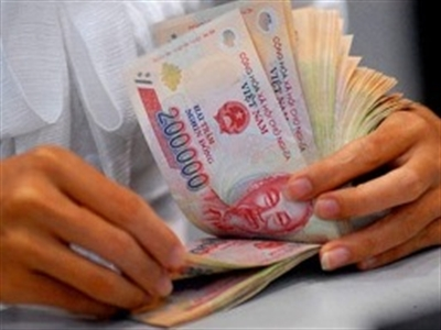IMF: Việt Nam cần giảm chi lương cho cán bộ khu vực công