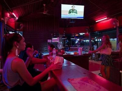 Thái Lan bỏ lệnh giới nghiêm trên toàn quốc
