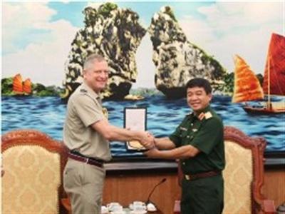 Tùy viên quốc phòng đầu tiên của Anh tại Việt Nam thăm Bộ Quốc phòng