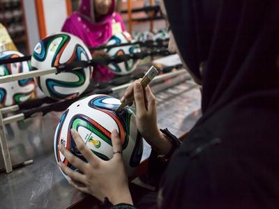 Cận cảnh qui trình làm bóng cho World Cup 2014